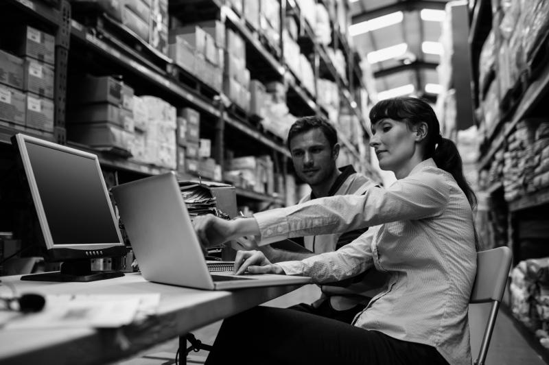 Logistik: Lagerung, Kommisionierung, Terminzustellung, Lieferung bis zum Schreibtisch