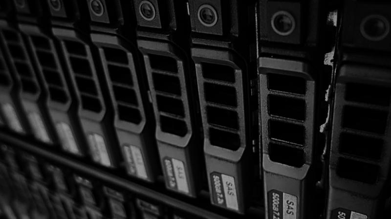 Storage Wartung: Plattenstapel, SAN, Bandlaufwerk, Tape-Library & Robotersystem