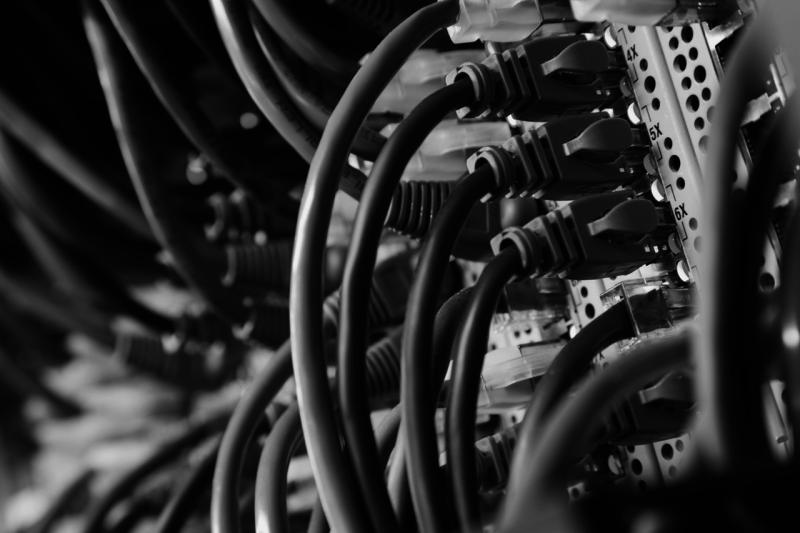 SAN-, NAS- und IP- Infrastruktur: Switche, Direktoren, HBAs, Fibre Channel und Ethernet